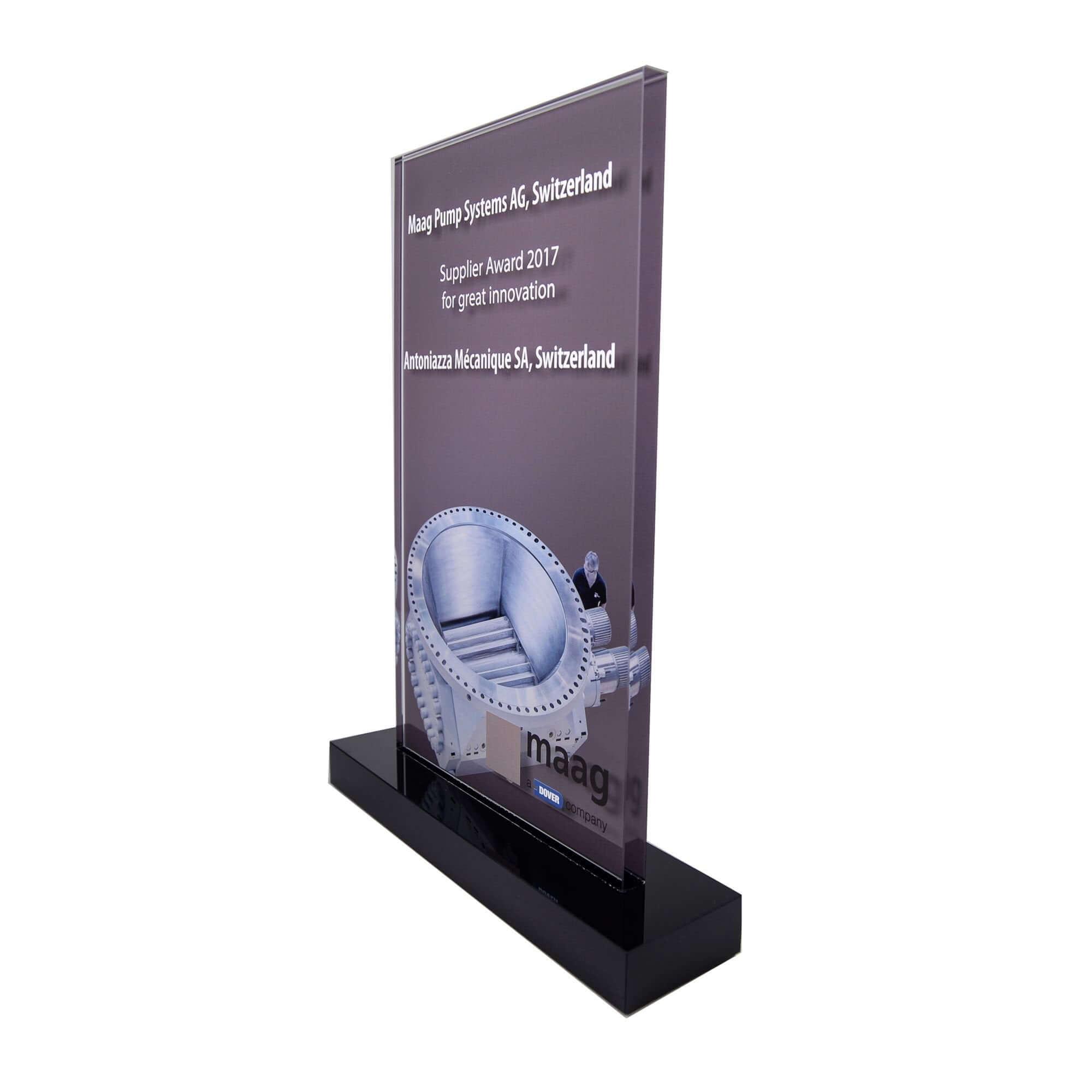 Pokal aus Acrylglas mit Rückseiten-Druck und Siebdruck auf Vorderseite