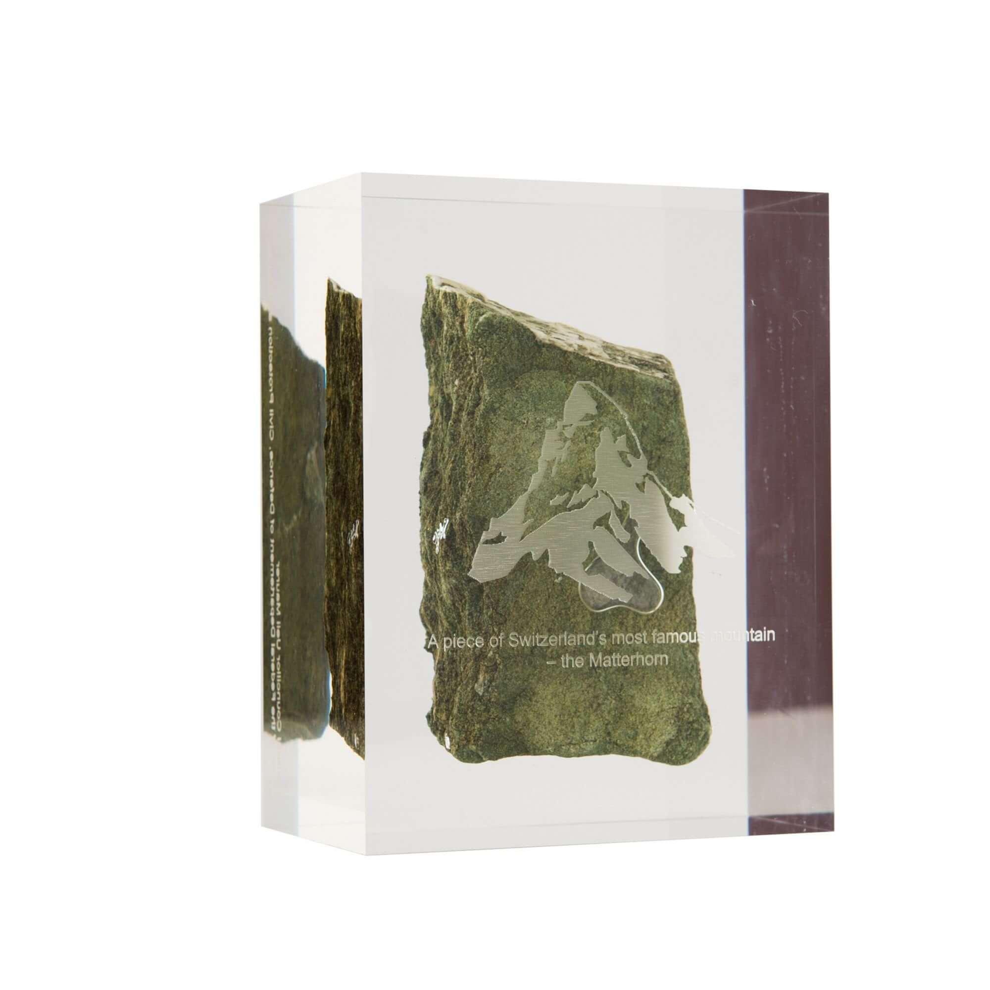 Acryline Auszeichnung aus Acrylglas mit eingegossenem Stein vom Matterhorn, Vorderseite mit Gravur (Geschenk von Ueli Maurer an Staatsgäste) auszeichnung ehrung trophäe siegerpokal acryl kunststoff eingegossen graviert lasergeschnitten award