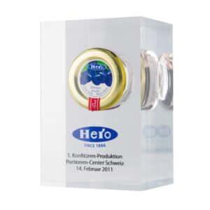 Acryline Auszeichnung aus Acrylglas mit eingegossenem Objekt und Vorderseite mit Siebdruck bedruckt auszeichnung ehrung trophäe siegerpokal acryl kunststoff eingegossen graviert lasergeschnitten award