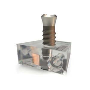 Acryline Halterung für vergrössertes Zahnimplantats-Model, mit Logo technische teile gebohrt bedruckt gefräst zubehör acryl kunststoff produktion halterung halter model display medizinisch medizinal