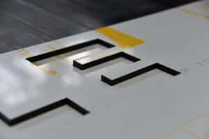 gelaserte Schrift Kunststoff Acryl