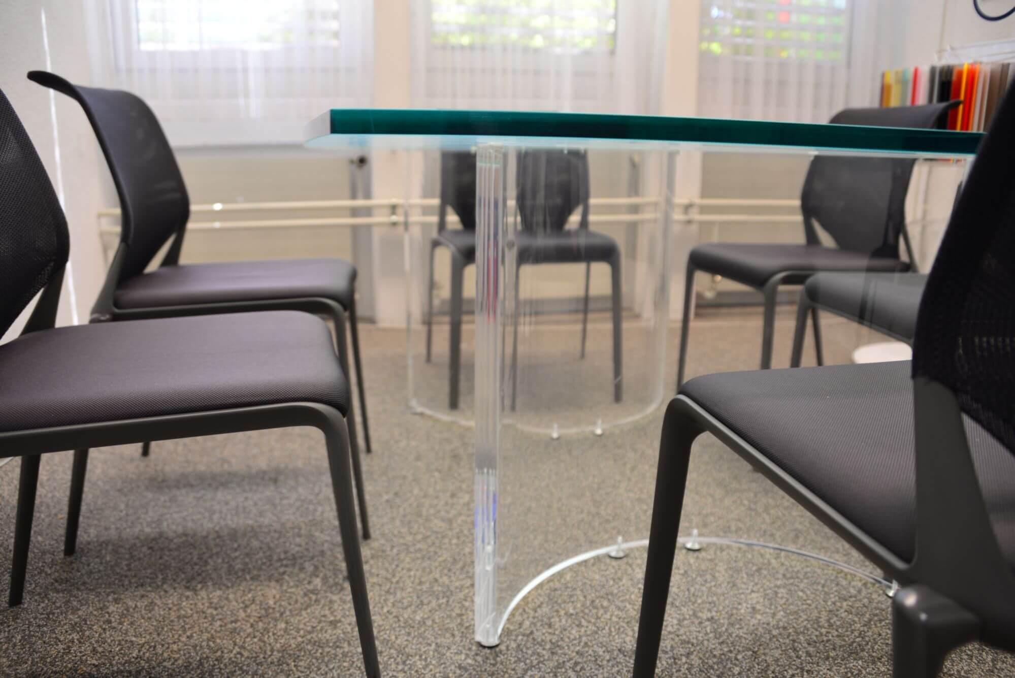 Acryline Objektmöbel (z.B. Sitzungstisch) aus Acrylglas sitzungs-tisch tisch möbel möblierung tische acryl kunststoff spezialanfertigung